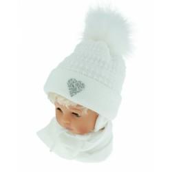 BABY NELLYS Zimní čepička s šálou - chlupáčková bambulka - bílá se srdíčkem