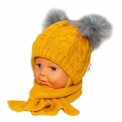 BABY NELLYS Zimní pletená čepička s šálou Mimi Bear - hořčicová s bambulkami