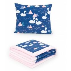 2-dílná sada - oboustranná dečka Velvet 75 x 100 cm s polštářkem - Labutě tm. modrá/růžová